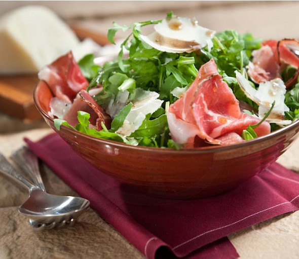 Arugula / Rocket salad with prosciutto and gruyère cheese