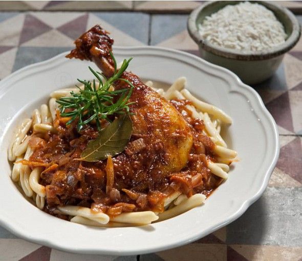 Braised rooster with macaroni from Corfu (pastitsada)