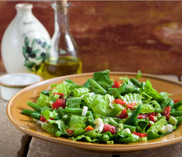 Green bean and sweet red bell pepper salad