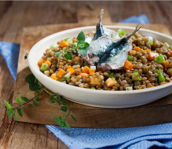 Lentil salad with lentils from Kastoria and sauteed sardines