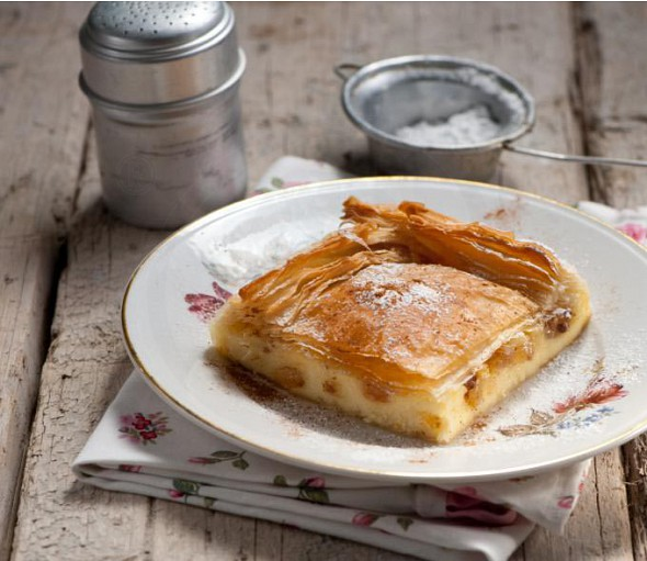 Macedonian cream filled pastry (bougatsa)