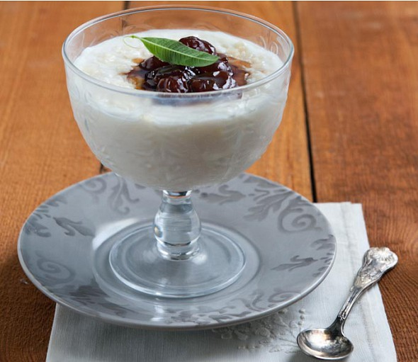 Rice pudding with white cherry spoon-sweet (asprokeraso)