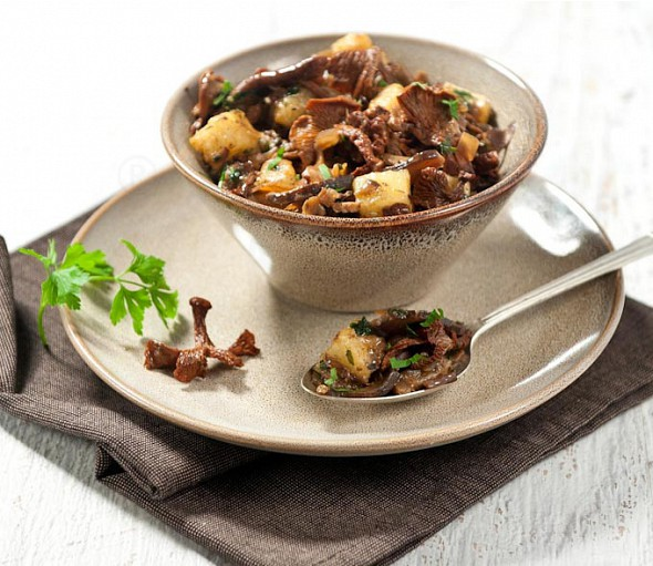 Sauteed mushrooms with cheese cubes