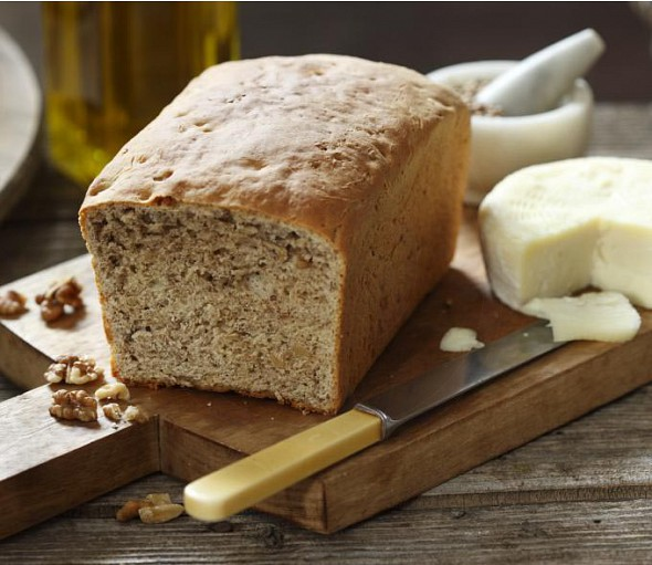 Wheat bread with walnuts and spices