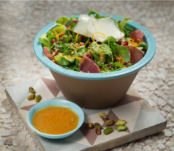 Green salad with nouboulo (smoked pork fillet) meat