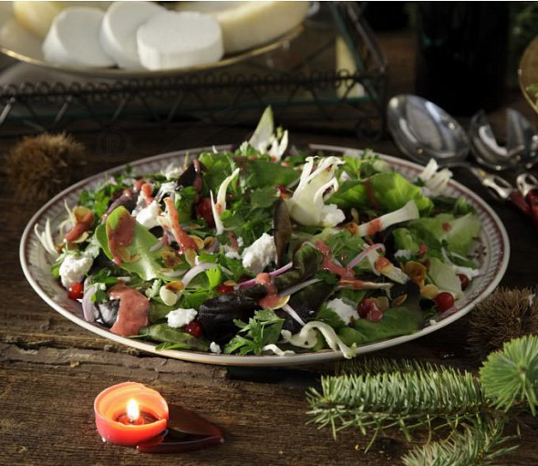 Green salad with red onions, almonds and cranberry sauce
