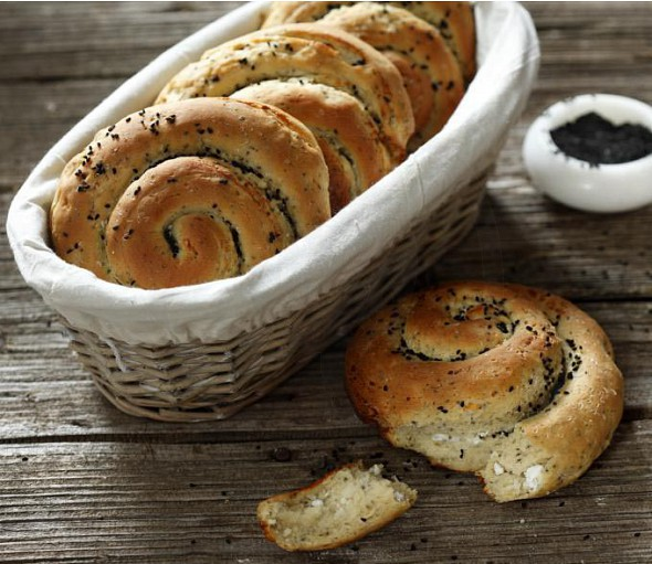 Small cheese buns with chia seeds