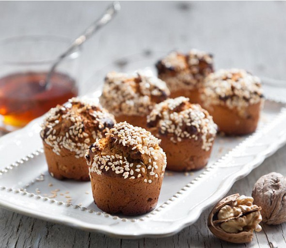 Small pies with carob syrup and walnuts