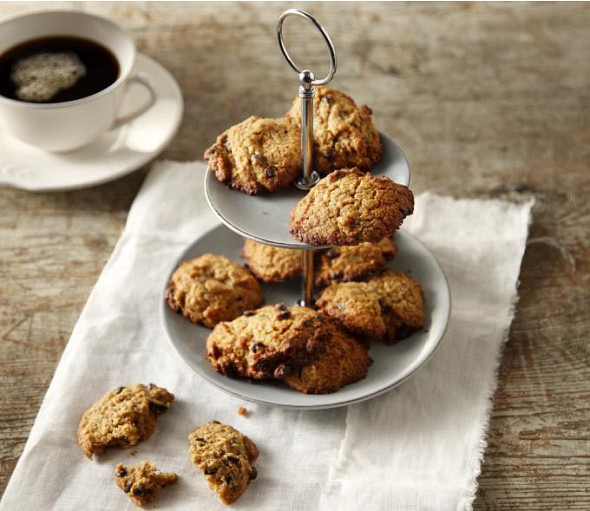 Biscuits with olive oil, oats and chocolate