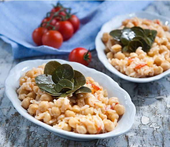 Chickpeas with caper leaves