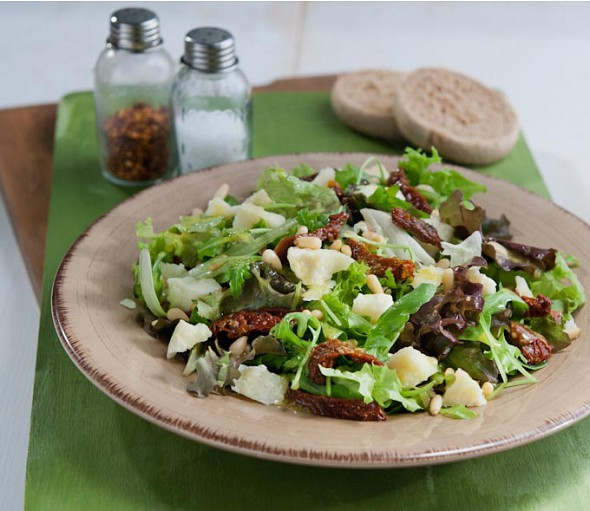 Mixed salad with sun-dried cherry tomatoes and kashkavali cheese