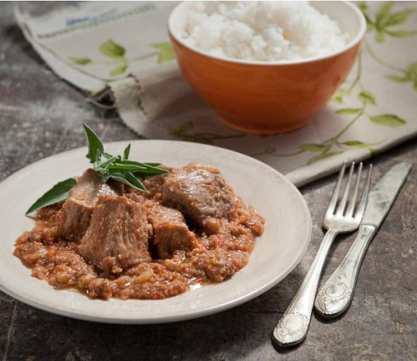 Pork lagoto with walnuts and rusks