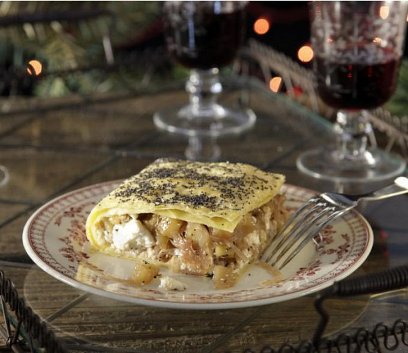 Savoury pie with caramelized onions, apples and manouri cheese