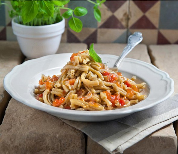 Striftaria pasta with tomatoes