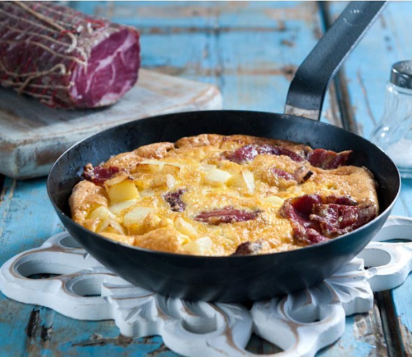 Traditionalsmoked hamomelette from the island of Andros (Froytalia)